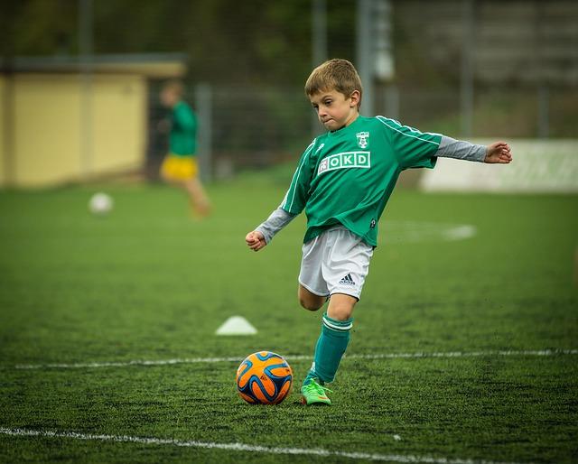 Hrajete fotbal, nebo k němu vedete svého syna?