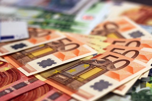 Rychlou půjčku můžete získat bez chození do banky. Stačí vám k tomu mobil